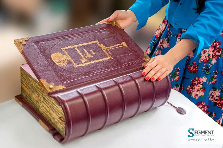 Кожаный переплет факсимиле Берестейская Библия. Издательство Сегмент. Фото