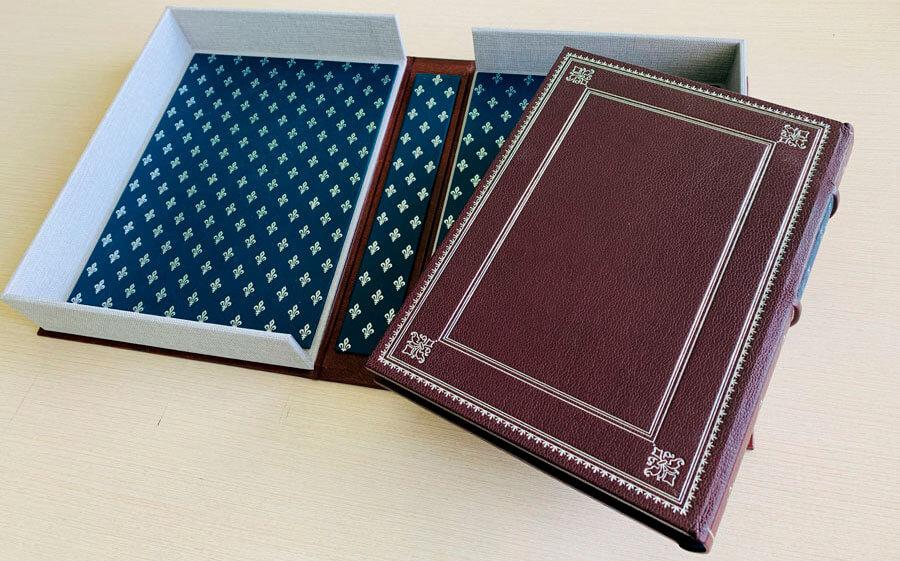 Кожаный переплет книги Саковича издательства Сегмент коричневый фото-2