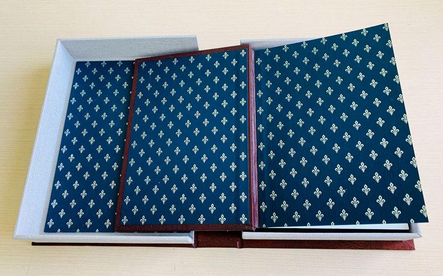 Кожаный переплет книги Саковича издательства Сегмент коричневый фото-3