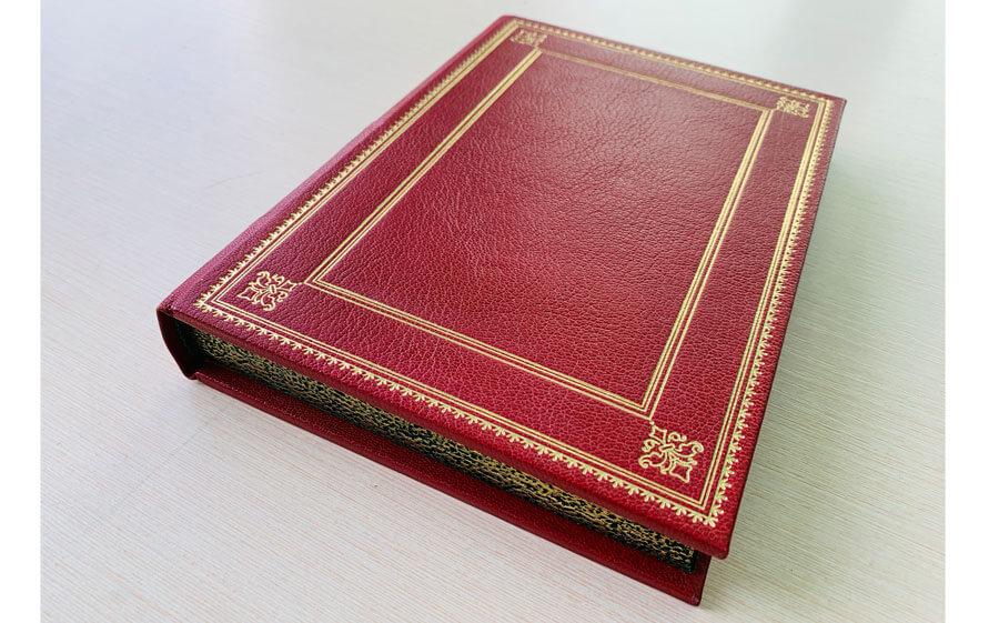 Кожаный переплет книги Саковича издательства Сегмент красный фото-8